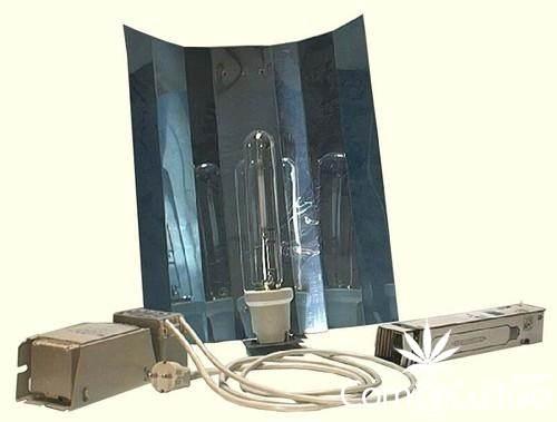 1300381321_135245398_2-Fotos-de-cultivo-indoor-kit-250-watts-HM-armario-camuflado